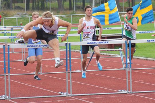 14.64 på 110 m häck var en av sju grensegrar för Fredrik Samuelsson. Foto: Jonas Hedman