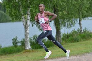Hur fort går det för Mustafa Mohamed i Lidingöloppets tremil? Foto: Deca Text&Bild