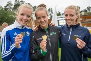 Våra tre snabbaste på 800 m 2016. Fr v Anna Silvander, Lidingö (2:02.57), Lovisa Lindh, Ullevi (1:59.41), och Hanna Hermansson, Tureberg (2:03.32). Foto: Deca Text&Bild
