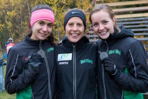 Ullevi tog bl a två lagmedaljer för seniorer. Här är det silvertrion på 4 km med fr v Jill Höstman (även K22-guld), Charlotta Fougberg (guld 8 km, silver 4 km) och Lovisa Lindh. Foto: Deca Text&Bild