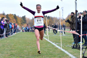 Hässelbys Sarah Lahti gjorde allt rätt på korta banan och försvarade titeln från 2015. Det blev även guld i lagtävlingen. Foto: Deca Text&Bild